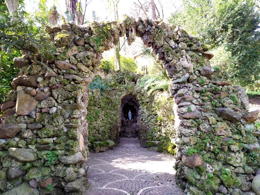 grotta votiva parco giardino sigurtà